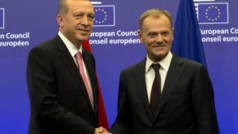 Einigkeit im Kampf gegen den IS, nicht aber im Umgang mit den Kurden: Erdogan (links) und EU-Ratspräsident Tusk in Brüssel.