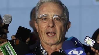 Wegen angeblicher Beteiligung an einem Skandal um Stimmenkauf wird gegen Kolumbiens Ex-Präsident Alvaro Uribe ermittelt,.