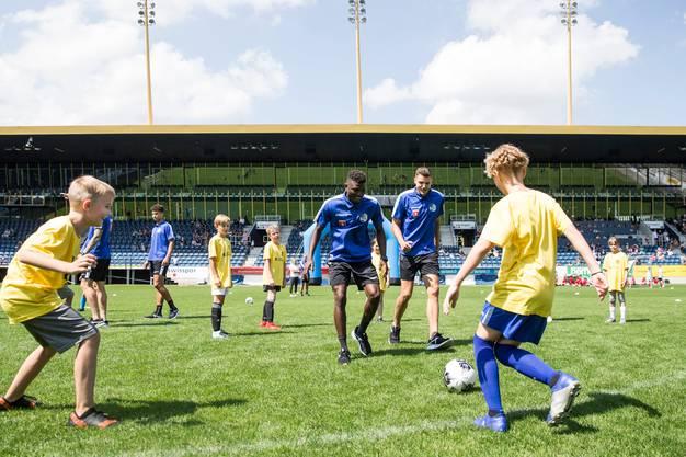 Impressionen der FCL-Saisoneröffnung mit dem Kids-Training in der Swissporarena.