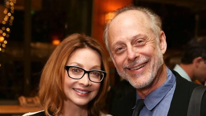 US-Schauspieler Mark Blum (mit Schauspielerin Sharon Lawrence) ist mit 69 Jahren an den Folgen einer Covid-19-Infektion gestorben. (Archivbild)