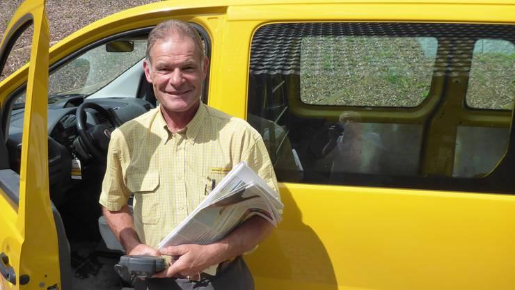 Sepp Rey auf seiner allerletzten Tour für die Post. Er ging früher als geplant in den Ruhestand und widmet sich jetzt vermehrt seinem Hobby.