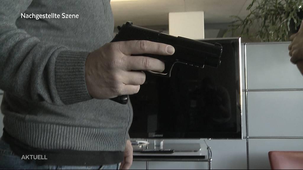 Sins: Schussabgabe in Wohnung endet mit zwei Verletzen