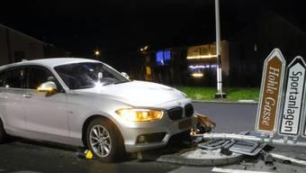 Zu tief ins Glas geschaut: Dieser Unfall in Küssnacht war nur einer von drei Kollisionen im Kanton Schwyz, bei denen Alkohol im Spiel war.