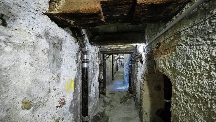 Früher flossen die Fäkalien durch den einzigen Ehgraben in Zürich, den man heute noch besichtigen kann.