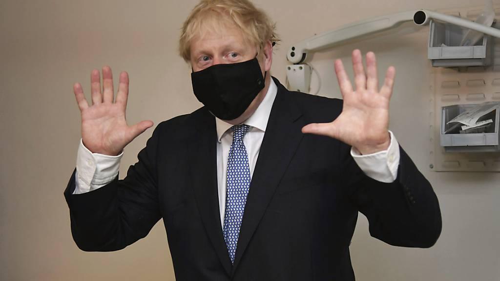 Der britische Premierminister Boris Johnson räumt in einem Interview im Umgang mit dem Coronavirus Fehler ein. (Archivbild)