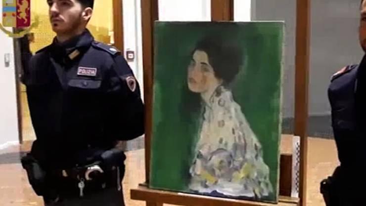 """Das Gemälde """"Bildnis einer Frau"""" war im Dezember nach fast 23 Jahren im Garten des Museums Ricci Oddi in Piacenza aufgetaucht. Dort war es 1997 verschwunden. (Archivbild)"""