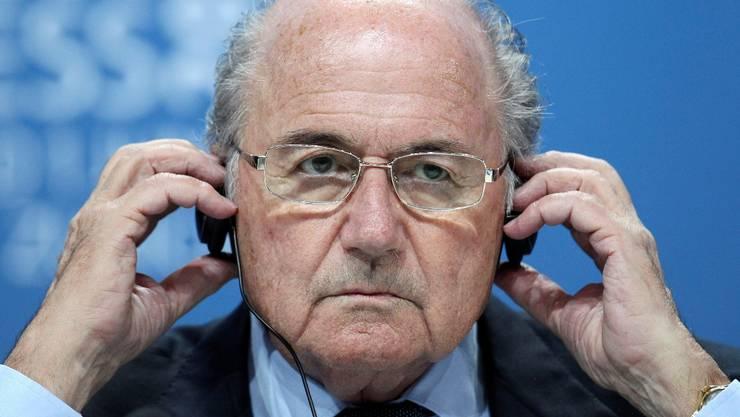 Hat Sepp Blatter Umbauarbeiten in Auftrag gegeben, damit er den Frauen-WM-Final besser sieht?