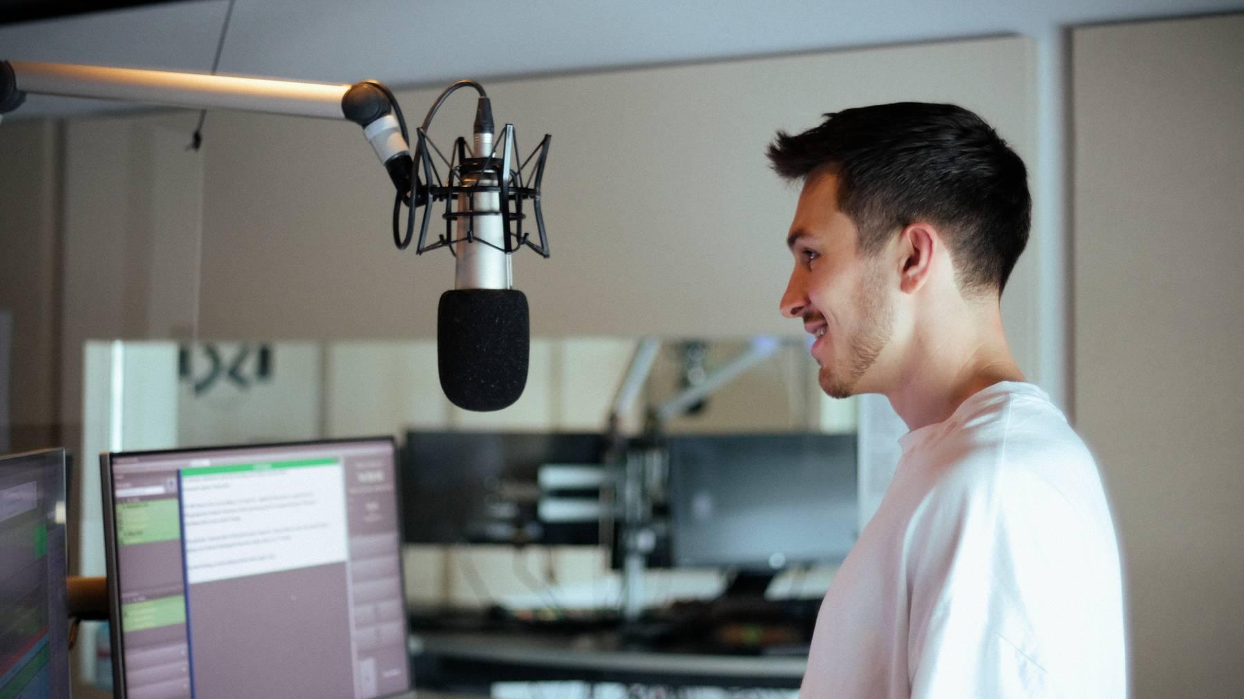 Hockeyspieler beim Radio 32