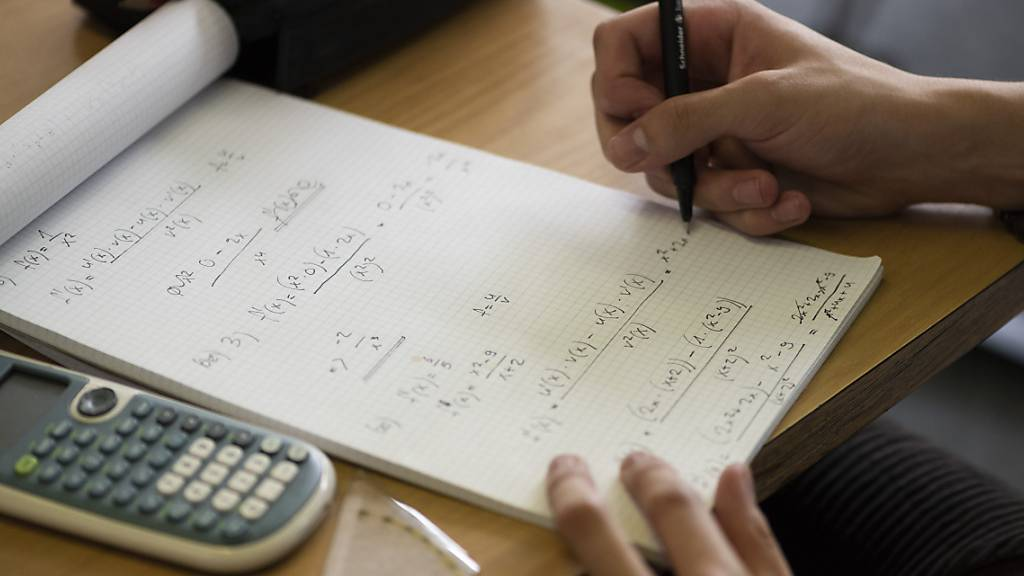 An der Sekundarschule in der Stadt Luzern wird Mathematik künftig wieder in verschiedenen Niveaus unterrichtet. (Symbolbild)