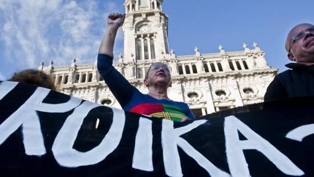 Die Demonstranten haben die Troika und die Regierung im Visier