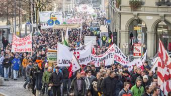 Bauern demonstrieren gegen Sparpläne des Bundes