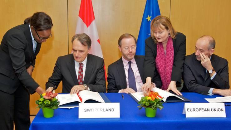 Staatssekretär Mario Gattiker (2.v.l.) unterzeichnete im März in Brüssel das Zusatzprotokoll zur Ausweitung der Personenfreizügigkeit auf Kroatien. (Archiv)