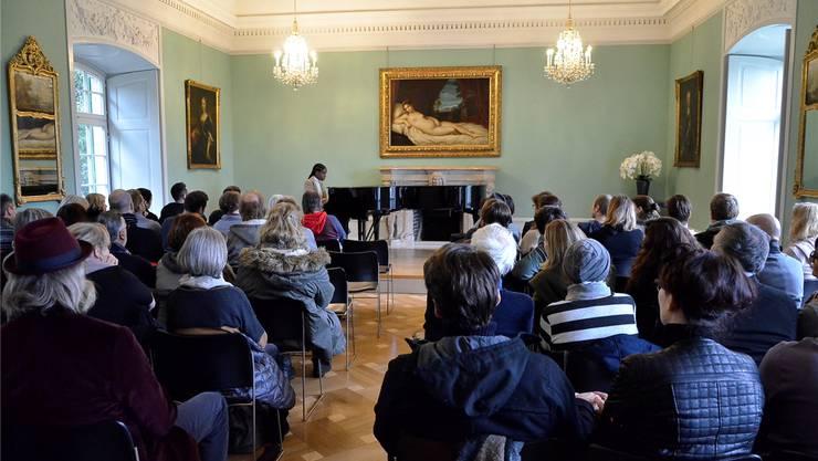 Seelenruhig und aufmerksam lauschte das Publikum im Gartensaal der Villa Boveri der Musik der Londonerin Lizbet Sempa alias «Mysie».Fotos: Daniel Vizentini