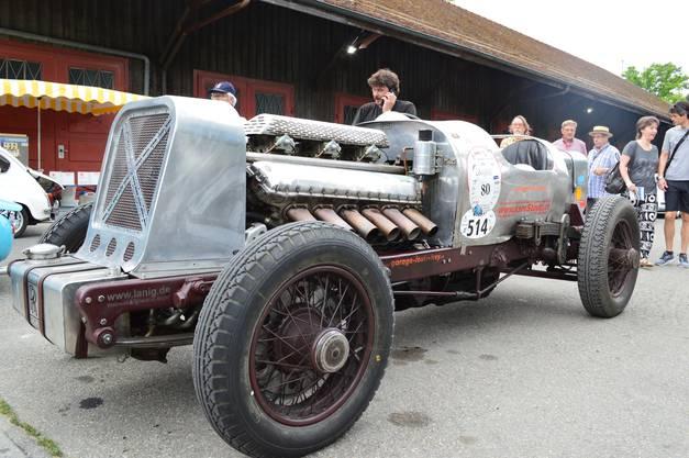 Im Brugger Schachen läuft etwas: Der Gaggenau-Rolls 27 hat einen Flugzeugmotor.