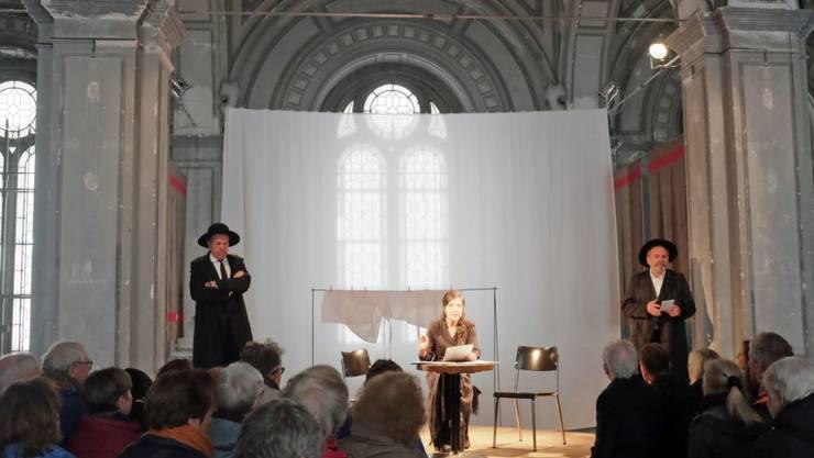 """In zwölf Stunden durch gut tausend Seiten Literatur reisen: Das Theaterprojekt """"Alles in Allem"""" macht Kurt Guggenheims Zürich-Roman an Originalschauplätzen erlebbar."""