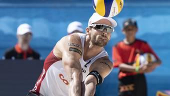 Marco Krattiger - im Bild 2019 in Gstaad - steht mit seinem neuen Partner Florian Breer an der Beachvolleyball-EM in Lettland in den Viertelfinals