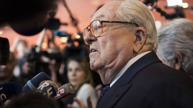 """Le Pen will keine neue Partei gründen, sondern eine """"Bewegung"""""""