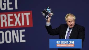 """Der britische Premierminister Johnson hat sein Wahlprogramm vorgestellt. Er will das Ratifizierungsgesetz für das Brexit-Abkommen noch vor Weihnachten durch das Parlament bringen. Er sprach von einem """"frühen Weihnachtsgeschenk für die Nation""""."""