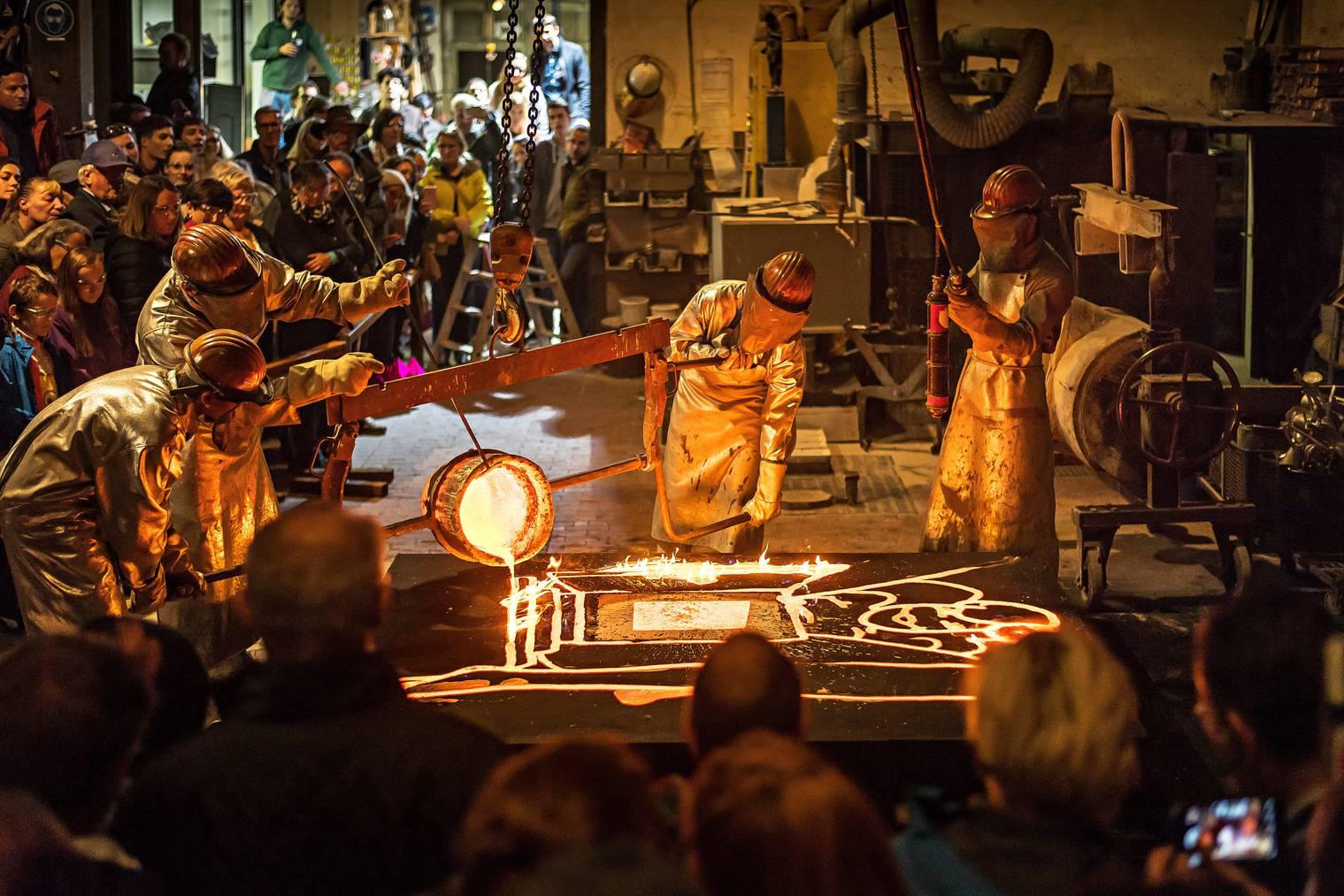 Ein weiteres Highlight: Der traditionelle Mitternachtsguss in der Kunstgiesserei im Sittertal St.Gallen. (Bild:Tagblatt/ Michael Canonica /Archiv)