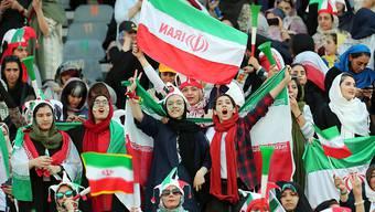 Rund 4000 Frauen durften in Teheran das WM-Qualifikationsspiel Iran - Kambodscha im Stadion mitverfolgen