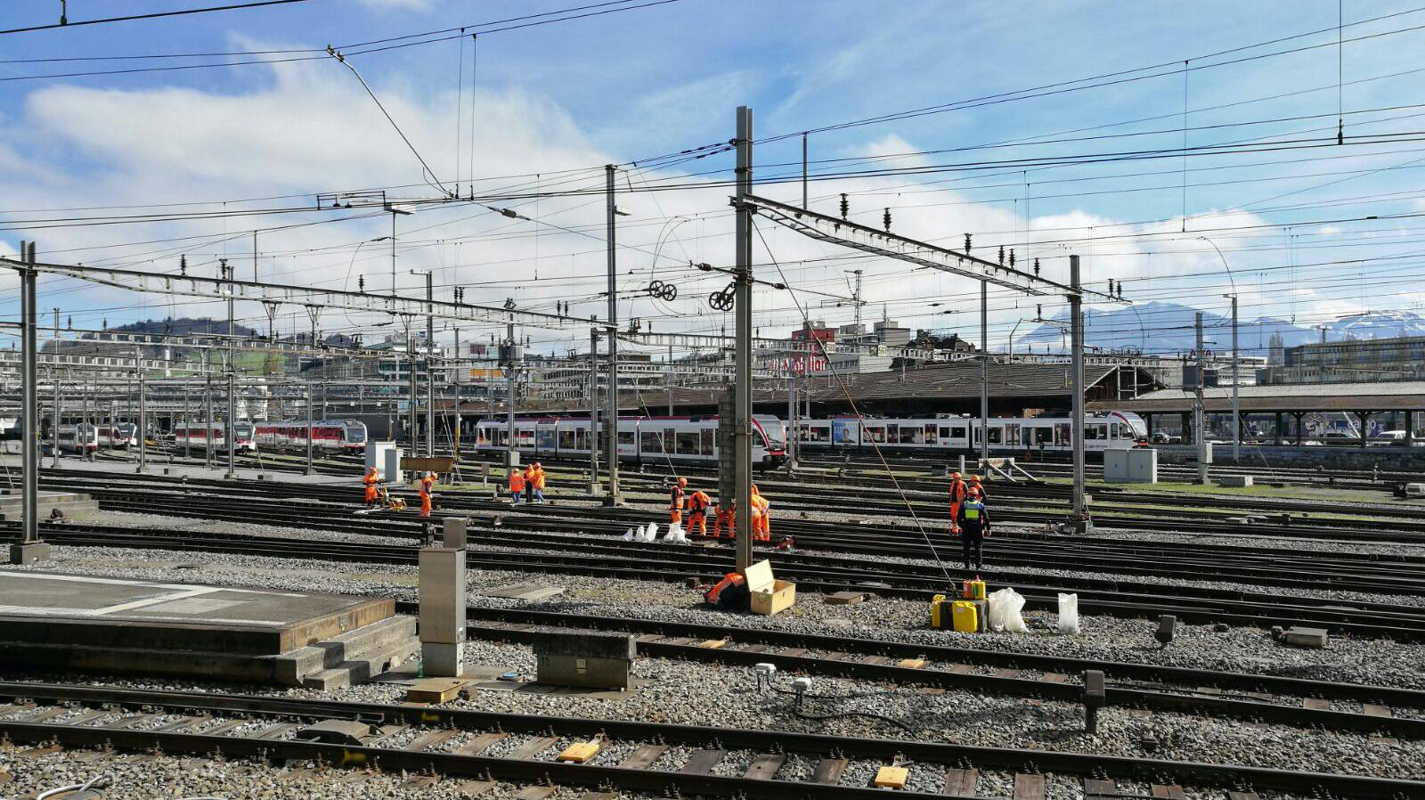 Die Arbeiten sind im Gange, bis Sonntag bleibt der Bahnhof jedoch stillgelegt. (© Radio Argovia)