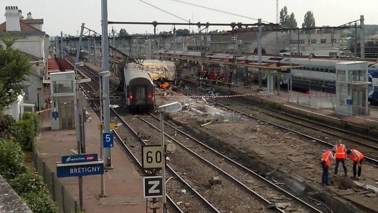 Zum Unglück kam es am Freitagabend im Bahnhof von Brétigny-sur-Orge