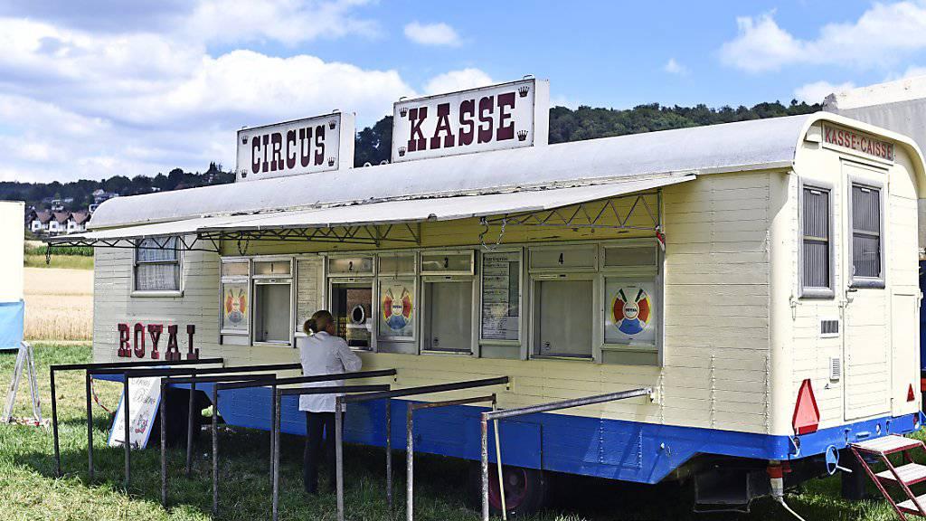 Zurzeit gastiert der Circus Royal in Affoltern am Albis. Obwohl die Betriebs AG Konkurs angemeldet hat, gehen die Vorstellungen weiter.