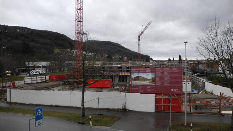 Zwei der drei neuen Häuser in Stein wurden im Rohbau bereits errichtet, beim dritten ist erst das Untergeschoss fertig.