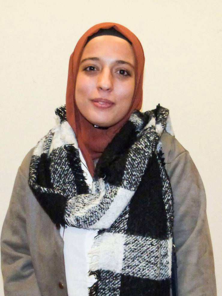 Valjbona Abazi zeigt sich glücklich, nachdem ihr Einbürgerungsgesuch knapp angenommen wurde.