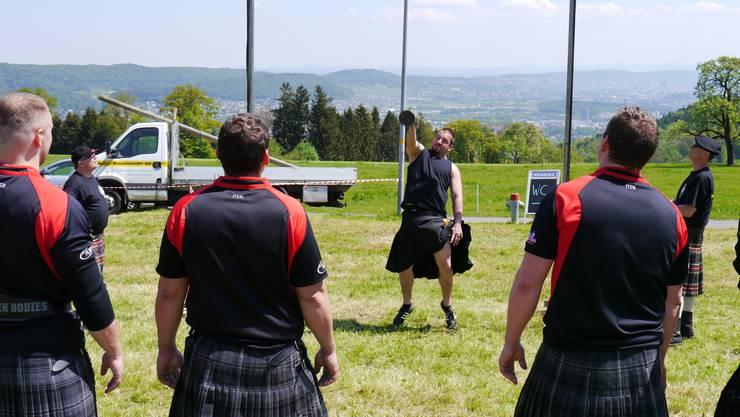 Die Highlander beobachten sich gegenseitig und geben Tipps.