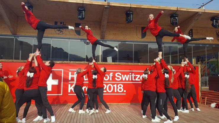 Die Lausanne Angels Cheerleaders bei ihrem Auftritt im House Of Switzerland.