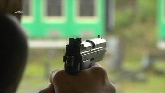 Immer mehr Bürger kaufen sich eine Waffe. Nun fordert die GLP, dass künftig nur mit einem Arztzeugnis eine Schusswaffe erworben werden kann.