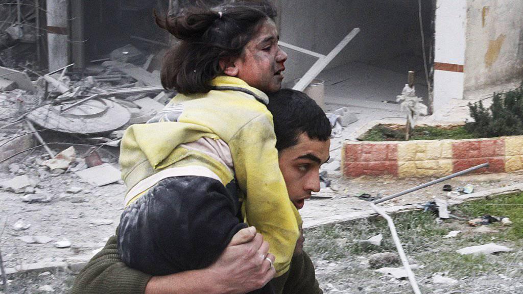 Tote und verletzte Zivilisten nach einem Angriff der syrischen Streitkräfte auf die Stadt Majadin (Symbolbild)