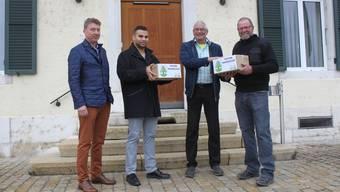 Petitionsübergabe mit Christoph Delevaux, Kassier SVP Lengnau, Adrian Spahr, Vorstandsmitglied, Max Wolf Gemeindepräsident, Hansrudolf Lüthi, Präsident SVP Lengnau