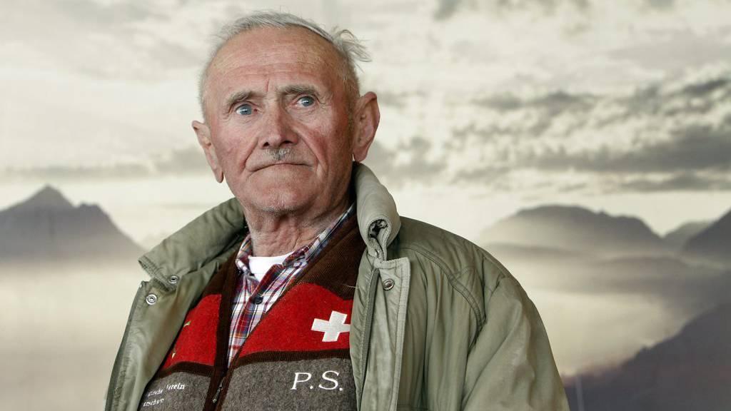 Zum zweiten Mal in Folge prophezeite der Muotathaler Wetterschmöcker Peter Suter die zutreffendste Wetterprognose und darf deshalb den Wanderpreis wieder mit nach Hause nehmen