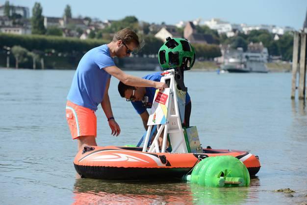 Zuerst muss aber die Spezialkamera auf dem Boot montiert werden.