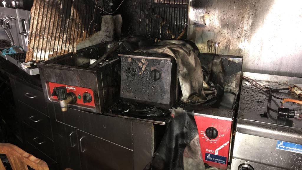 30 Feuerwehrleute löschen Brand im Café Merz – grosser Schaden