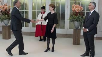 Simonetta Sommaruga und Didier Burkhalter heissen den deutschen Botschafter Wilhelm-Otto Lampe willkommen.
