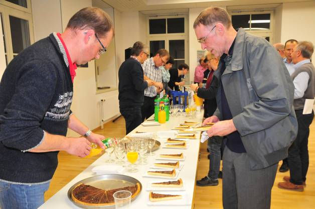 Im Anschluss an die Versammlung wurde den Anwesenden der traditionelle Käsekuchen offeriert.