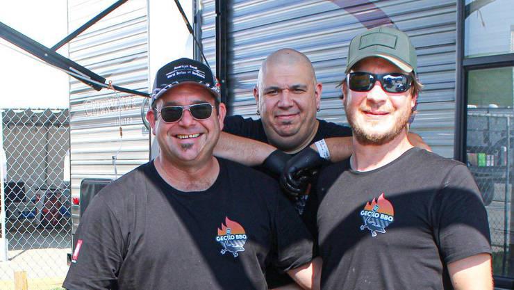 Die «Gecko BBQ»-Mitglieder Antonio Sirera (v.l.), Samy Scheller und Dennis Amende. Es fehlen: Raphael Jäger/Fabienne Amende.
