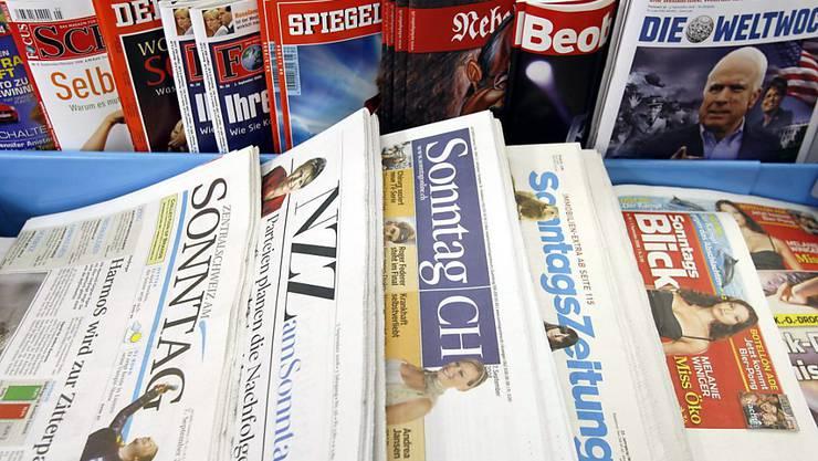 Das Angebot für Sonntagszeitungen an Schweizer Kiosken. (Archivbild)