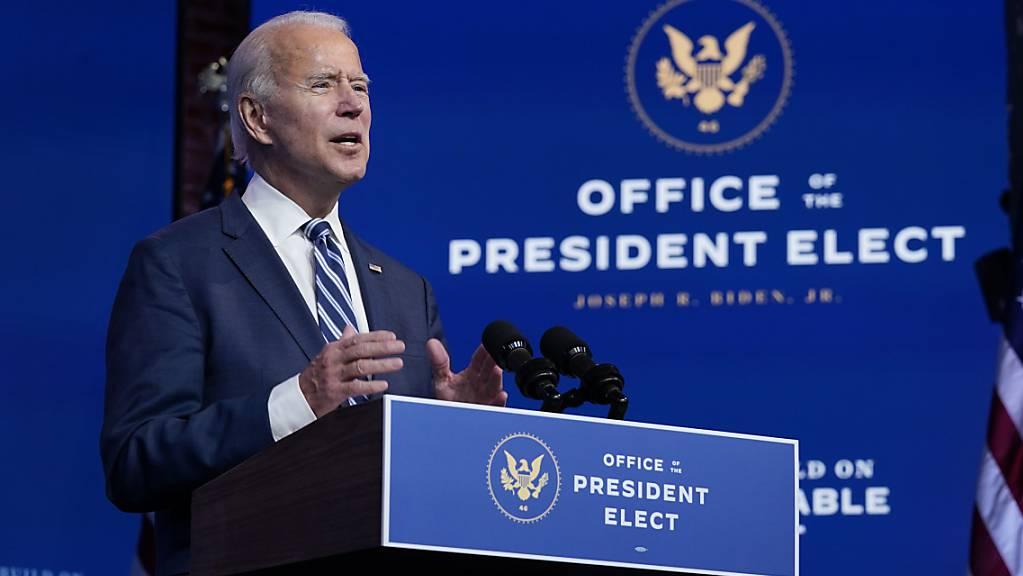 Die grosse Mehrheit der Amerikanerinnen und Amerikaner vertraut laut einer Umfrage darauf, dass die Wahlmänner und -frauen bei den jüngsten US-Wahlen richtig gezählt haben und Joe Biden die Wahl gewonnen hat. (Archivbild)