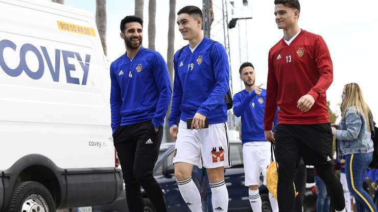 Sowohl in Marbella als auch am Tegernsee waren sie bereits dabei, jetzt gehören Tician Tushi (Mitte) und Jozef Pukaj (rechts) auch offiziell zum Kader der ersten Mannschaft.