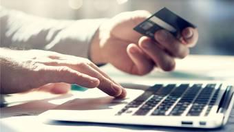 Im Oktober 2018 wurde die Angeklagte von einer Unbekannten gefragt, ob sie ihr eine Prepaid-Kreditkarte besorgen könnte. (Symbolbild)