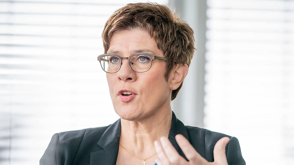 CDU-Chefin «richtig wütend» über Reichsflaggen vor Bundestag
