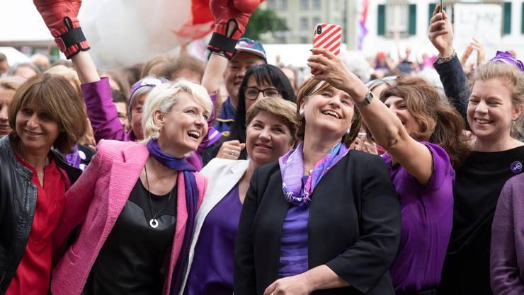 In einer Sitzungspause schauten vor einem Jahr auch Vertreterinnen von Bundesrat und Parlament auf dem Bundesplatz in Bern vorbei.