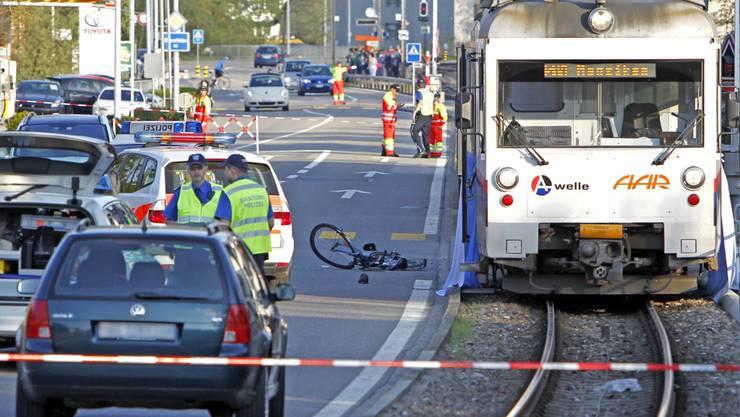 Tödlicher Unfall in Unterentfelden nach Kollision zwischen Velofahrer und WSB