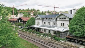 Das Wahrzeichen des Viertels: der Bahnhof – Züge halten aber nicht mehr.