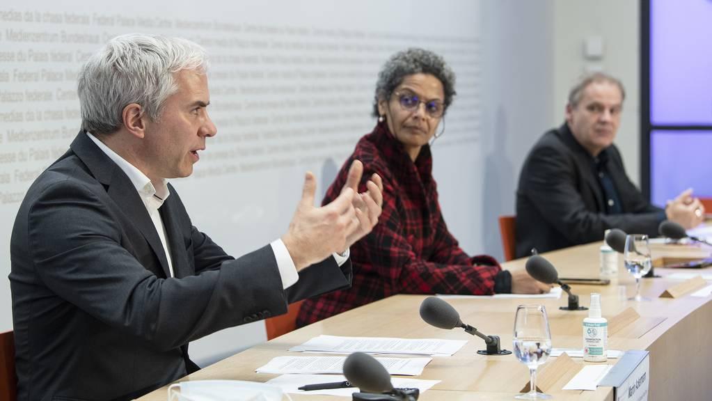 Martin Ackermann, Linda Nartey und Patrick Mathys am Point de Presse vom 29. Dezember 2020.