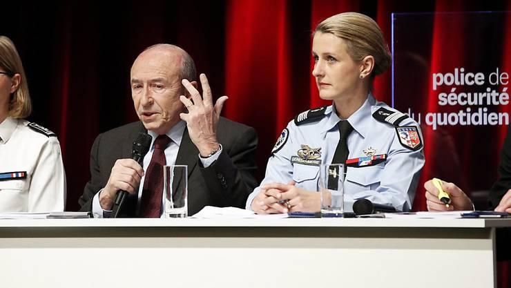Frankreichs Innenminister Gérard Collomb präsentiert die neue Polizeistrategie.